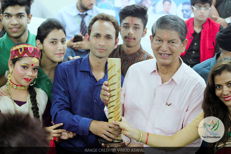 Vinod with CM Harish Rawat